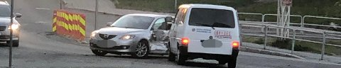 SMELL: Russebilen og personbilen smalt sammen i krysset brua-Skippergata natt til søndag. Foto: Nordlys-tipser
