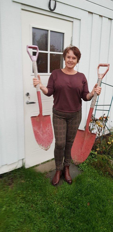 Eli Skarphol Kvamme stusset da hun fant en ekstra spade i garasjen, etter at ubudne gjester hadde vært der. Kun ei tang fra verktøykassa var tatt, og en spade var altså satt igjen.