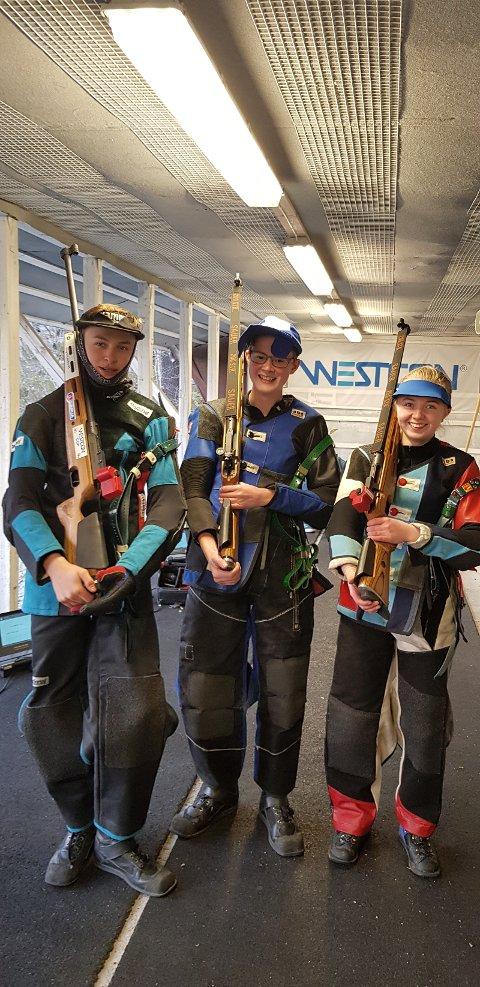 3 av dei aktive ungdommene i skyttarlaget; Andreas Hansen, Sander Kvame og Dina Gorm-Hansen Haugse