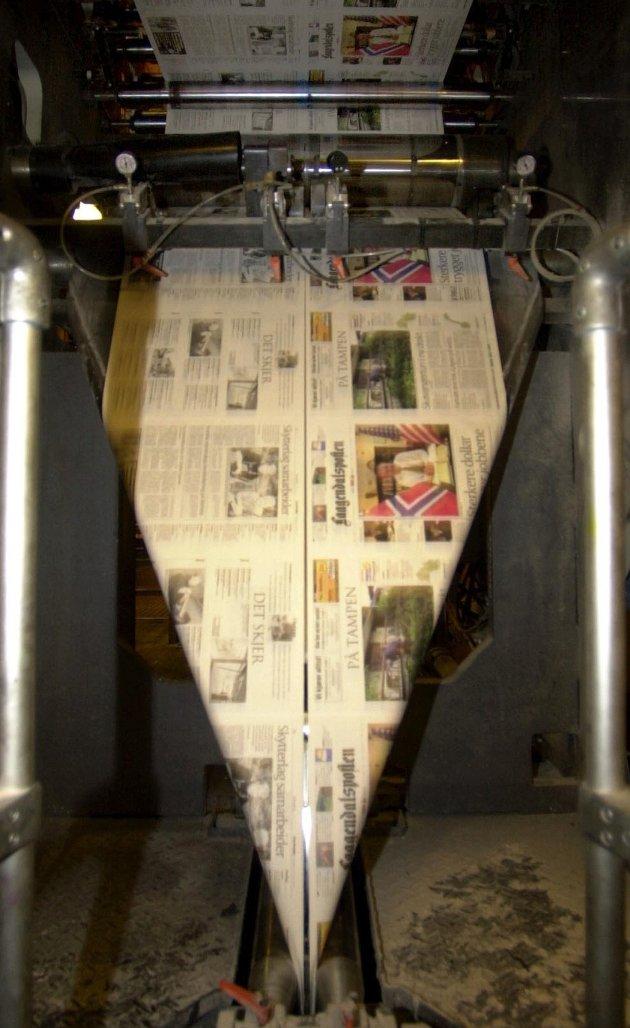 Den gang da: For 30 år siden hadde Laagendalsposten opp mot 75 ansatte og eget trykkeri i kjelleren. Nå er det 20 årsverk igjen i avishuset, og papiravisa har gradvis mistet sin posisjon som hovedkanalen.