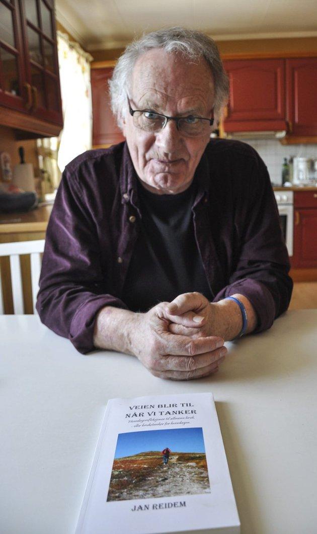 TEKSTER MELLOM TO PERMER: Jan Reidem har for første gang samlet sine tekster mellom to permer. Han utelukker ikke at det kan komme mer.