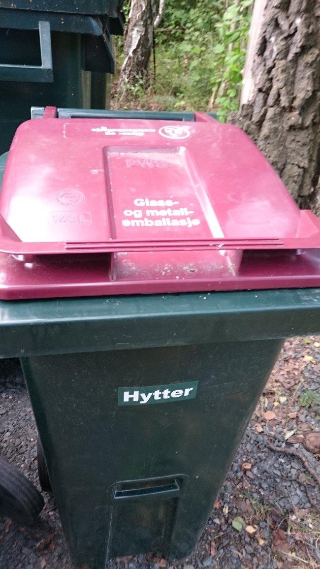 Ikke feil: RfD kasse merket GLASS OG METALL og HYTTER