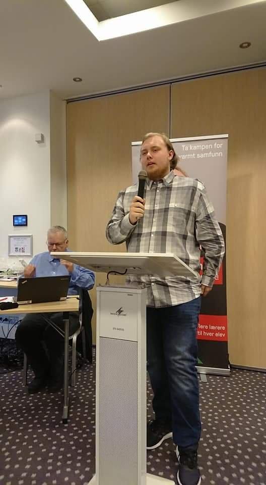 Lokallagsleder i Kristiansund Sosialistisk Ungdom, Petter A. Wadstensvik, sier: «Vi burde ha vært ferdige med å overkjøre samiske rettigheter for lengst».