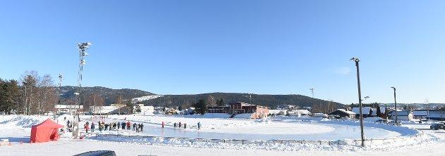 SKØYTELØP: Skøytebanen i Idrettsparken samler ikke mange som vil gå skøyteløp lenger. ALLE FOTO: OLE JOHN HOSTVEDT