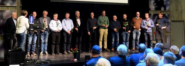 Prosjekteringsgruppen og andre som bidro på møtet om Telemark Ring ble behørig hedret.