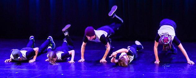 Kraft dansestudio med sommeravslutning i Nordland teater.Breakdance1,2,3 og  jazz 3