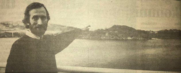 Jan Skogland og Salhusbrua bak han. Bildet henta frå 22. april 1989 avisa.