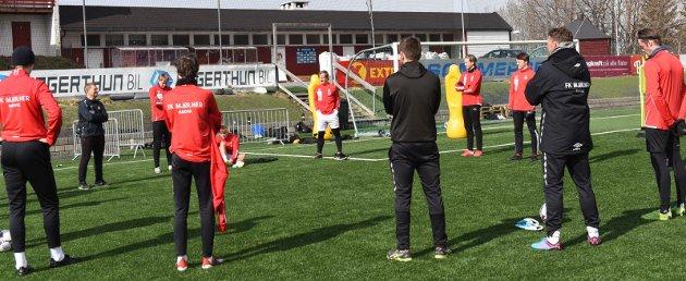 NÅR? Spillerne i Mjølner og alle de andre lagene i Norsk Tipping-ligaen venter fortsatt på beskjed om når de kan få spille fotball igjen.