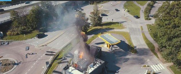 I pinsa 2019 eksploderte en hydrogentank ved Sandvika storsenter. Hydrogen må oppbevares under trykk - i motsetning til diesel og bensin.