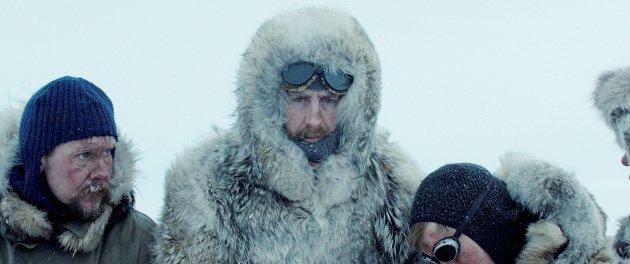 I ANTARKTIS: Roald Amundsen (i midten) flankert av sine nærmeste menn under ferden til Sydpolen.