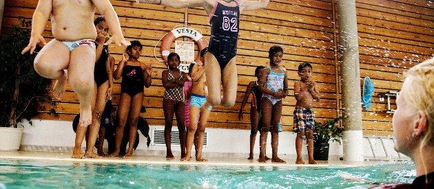 Alle skal uti! På Stortinget tok jeg initiativ til svømmeopplæring i barnehagene. Siden har 40.000 barn fått svømmeopplæring i barnehagen. Målet er at alle barn kan lære å svømme allerede i barnehagen. Foto: NTB Scanpix