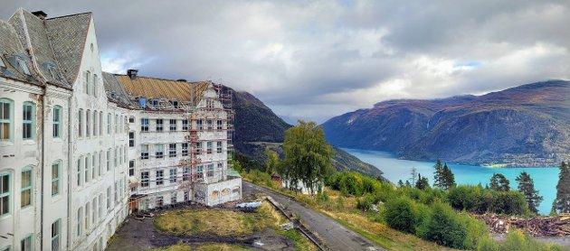 SPEKTAKULÆRT I: Ingenting å seie på utsikta frå balkongen i tredje etasje.