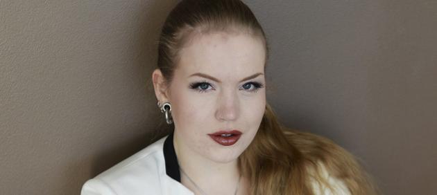 SETTER GRENSER: Norske middelaldrende menn mener de kan invitere bifile jenter på sexlek. For en liten tid tilbake siden, ble jeg skjelt ut i en hel time, fordi jeg forklarte en kar at å ha trekant med han var helt fullstendig uaktuelt, og at han burde revurdere et par ting om han i det hele tatt syns det er greit å spørre om noe slikt, sier Lise-Marie Sommerstad.