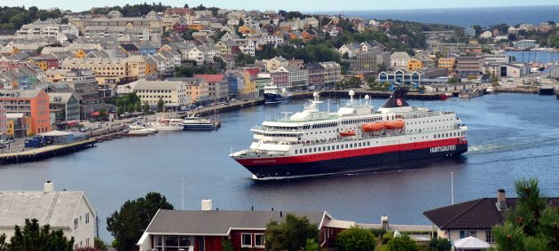 Det bør vurderes å åpne for et tilbud på en lenger del av strekningen enn Hurtigruten gjør i dag, skriver Jan Olav Bjerkestrand, styremedlem i Kysthavnalliansen i dag. (Arkivfoto: Stein Sættem)