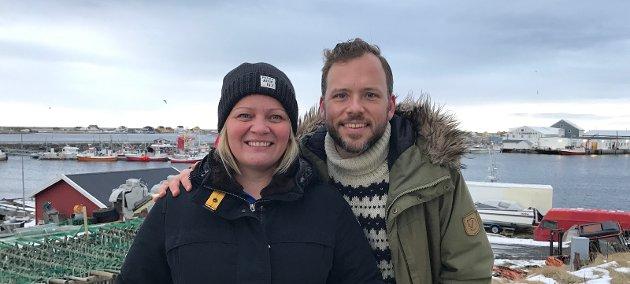 Audun Lysbakken her sammen med Nordland SV 1.kandidat, Mona Fagerås. Bildet er tatt å Røst.