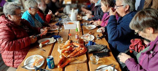 - Ingen begrensning, spis til du er stappmett var beskjeden vi fikk, forteller Kåre Våga om måltidet pensjonistforeningen inntok.