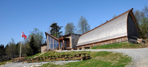 LOKALT: Mammututstillingen hos Ole Nashoug på Kirkeby Vestre i Vagnsåsen i Hamar. (Arkivfoto: Håvard Lillebo)