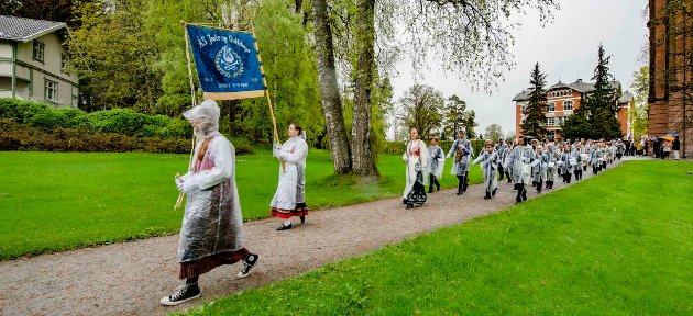 Ås Jente og Guttekorps (JoG) sørget for musikken ved Falsenstøtta.