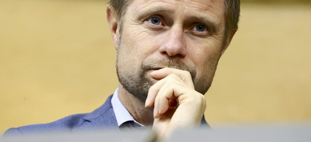 Tilpasning: Helseminister Bent Høie har vært tydelig på at helseforetakene må planlegge bemanningen om sommeren slik at kvinner ikke må ligge alene i den aktive fasen av fødselen.Foto: NTB Scanpix