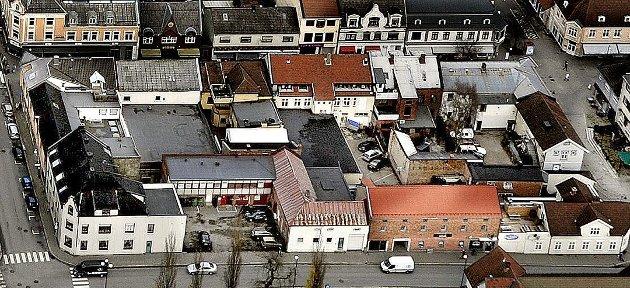 «Ramdahl-prosjektet, som tar for seg eiendommene fra Glengsgata i vest til Jernbanegata i øst og fra Kirkegata i syd til St. Marie gate i nord, berører altså byens sentrale indrefilet - eller byens indre nerve. Slik prosjekt Ramdahl synes å bli prosjektert, vil en vesentlig del av byens historie jevnes og erstattes med et for området lite tilpasset boligkompleks med næring i hovedplan», skriver Terje Westby i dette innlegget. (Foto: Jarl M. Andersen)