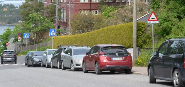 PÅ EGEN ELLER OFFENTLIG TOMT?: - Noen hevder at den nye parkeringsnormen vil føre til mer gateparkering. Det er kanskje riktig, men det er faktisk ingen som har tatt til orde for å fjerne parkeringsplasser fra eksisterende bygg. Det er heller ikke snakk om å forby boligbyggere å bygge garasjer., skriver debattanten i dette innlegget.