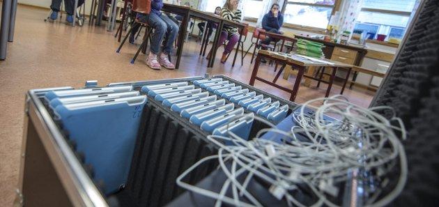 Kritisk blikk:  Det at elevene ved småskolen må bruke iPad i undervisning og til lekser, bekymrer innsenderen. «Jeg er redd vi tar fra ungene det mest verdifulle de har ved å innføre iPad så tidlig, og jeg ser få eller ingen fordeler ved tidlig bruk», skriver Gunhild Westhagen Magnor.