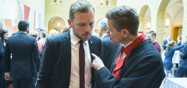 Krevende: Det kan gå en kule varmt når Knut Arild Hareide (til høyre) og Audun Lysbakken samtaler om størrelsen på årets suverent største politiske spagat, skriver vår gjesteskribent, Johan Osuldsen.
