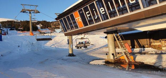 VANN: Ved bunnen av Fjellekspressen i Trysil lå det en vanndam onsdag ettermiddag.