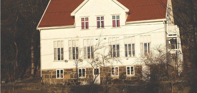 Vi flytta tilbake til Tvedestrand kommune fra Oslo, blant annet fordi vi ville at ungene skulle gå på en grendeskole. Vi ville ikke ha flytta tilbake hvis grendeskolen var nedlagt, skriver Hildegunn Edløy Holstvoll.