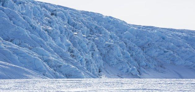 Mindre is, mer vann? Men med et langt liv med utendørs arbeid og en medfødt interesse for friluftsliv og interesse for naturen, kan jeg ikke være enig med «fanatikerne» og andre som driver med skremsler, skriver innsenderen som stiller seg kritisk til skremslene rundt økende vannstand grunnet smeltende isbreer.Illustrasjonsfoto: NTB scanpix