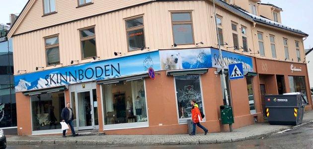 Den nyeste turistbutikken selger skinn
