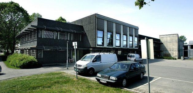 Kan bli boliger: Innsenderen mener Sørum rådhus og parken ved siden av bør få bestå.  Arkivfoto: Oda T. Westengen