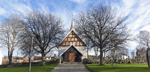 Ingedal kirke ble bygget rundt år 1250. Mye av den opprinnelige kirken er beholdt. (Foto: Erling Bakken)
