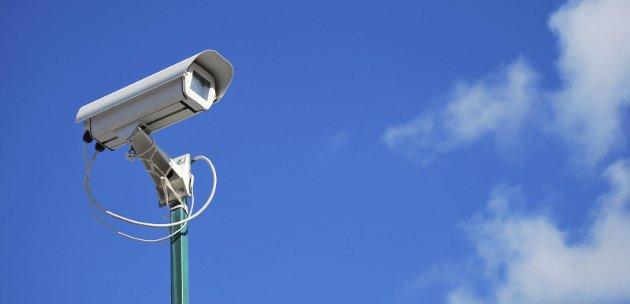 USYNLIG: Det fysiske overvåkingskameraet er godt synlig. Men det digitale derimot, er ikke like lett å få øye på. Og ikke like lett å forstå. Dagens gjesteskribent oppfordrer deg til å tenke over personvernet ditt.