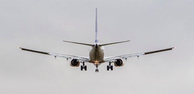 Sponses: Som enkeltindivider må vi akseptere miljøavgifter og i tillegg må vi ta stilling til om vi skal kjøpe klimakvoter fordi flyturen nødvendigvis bidrar til CO2-utslipp. Samtidig velger staten tiltak som har til hensikt å øke antall flyreiser ut fra et økonomisk motiv, skriver innsenderen. Illustrasjonsfoto: NTB scanpix