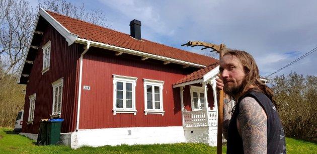 Jens-Kristian Sevik tror ikke på spøkelser, men satanrockeren synes det hadde vært kult om han fikk seg en samboer fra det hinsidige.