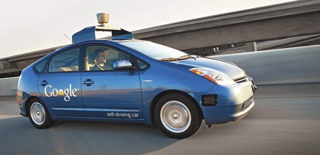 På vei: Googles selvkjørende biler har lenge kjørt rundt i vanlig trafikk i flere byer i USA, riktignok med sjåfører som sitter klare til å gripe inn dersom det skulle oppstå en farlig situasjon. Snart kommer fenomenet til Fredrikstad.foto: google image