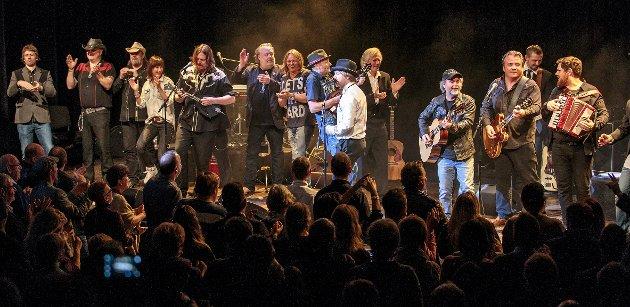 EN FESTAFTEN: Anmelder Morten Ståle Nilsen beskriver storkonserten Peder Colbjørnsens eftf. som en festaften for lokalmusikken.