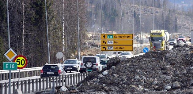 Trafikksikkerhet: Svein Røed i Statens vegvesen mener at det viktigste med den nye veien er å redusere antallet trafikkulykker.ILLUSTRASJONSFOTO: PETTER GEISNER