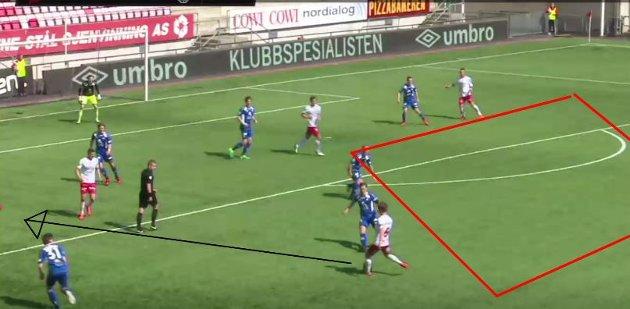 Eirik Mæland hadde tydeligvis fått beskjed om å se etter hjemmelagets spillere bredt i banen.