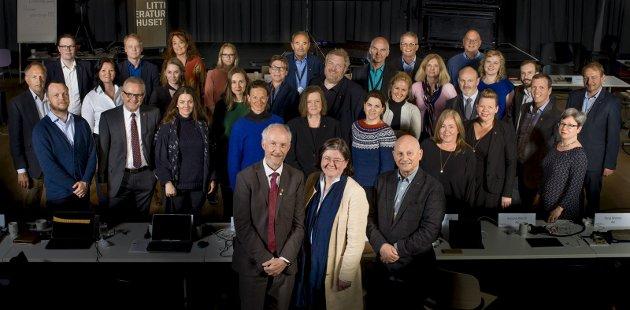 Vvv: Bildetekst: Disse 34 folkevalgte styrer prosessen som skal lede til at Viken fylkeskommune ser dagens lys 1. januar 2020. Nå ønsker de forslag fra innbyggerne på hva som skal være visjonen til den nye fylkeskommunen. Foto: Tom Egil Jensen.