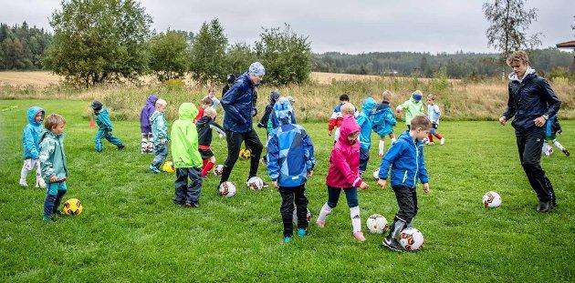 NYE ANLEGG: Bjørnebekk er en åpenbar plassering for nye idrettsanlegg, skriver Svein Svendsen. Arkivfoto fra fotballskole på Bjørnebekk i 2019