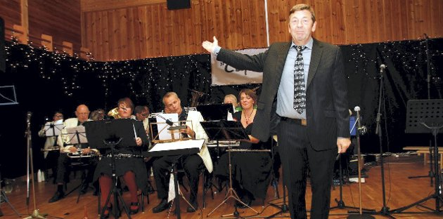 Ble hyllet: Geir J. Svendsen og hornorkesteret.