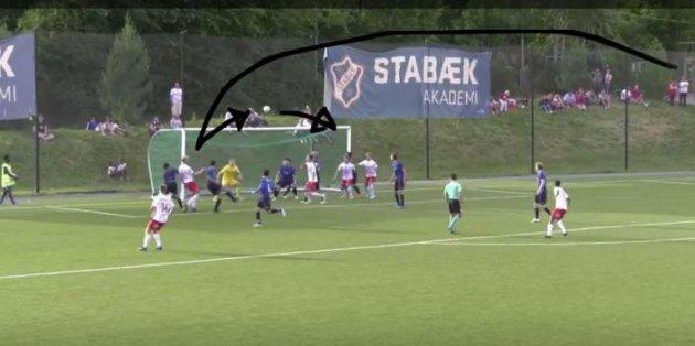 Mads Nielsen header Eirik Mælands corner tilbake i feltet, der Kjell Rune Sellin dukker opp og setter inn den avgjørende 2-1-scoringen.