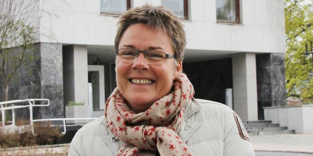 – Lederen av NRK Østfold, Grete Ruud, måtte innrømme at musikken som lokalsendingene spilte var satt opp fra Oslo, heter det i Roar Julsens innlegg.