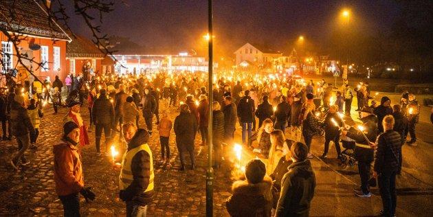 Staverns innbyggerne tok til fakkeltog for å markere sin frustrasjon over ikke å bli sett av larvikspolitikerne i januar 2020.