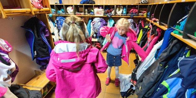 Fagforbundets leder i Kristiansund vil takke barne- og ungdomsarbeidere/elevassistenter og andre yrkesgrupper som står alene igjen i skolegården, for den gode jobben de gjør for våre barn.og SFO. (Foto: Gorm Kallestad / NTB)