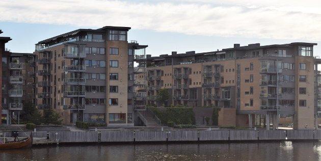 - HESLIG: Blokkbebyggelsen som preger sentrale strøk i Tønsberg sentrum bryter med byens fortid og tradisjoner. Når lovverket blir konsekvent tilsidesatt og vedtakene styres av usynlige tråder så skjønner vi at kommunens ledere praktiserer nettverksnepotisme, hevder Paul Grøtvedt.