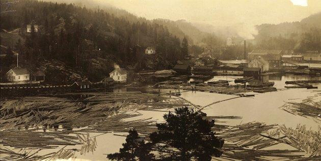 Søndeled fra ca. 1920 som blant annet viser den gamle bebyggelsen på Ørsmålen (Søndeledtunet).