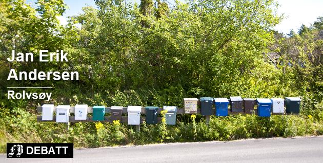 – Jeg oppfordrer herved alle lydige borgere som har tatt ned postkassene sine til å skru opp igjen sine innkjørselspostkasser, skriver Jan Erik Andersen, her illustrert med samlepostkasser som riktignok er fra Sverige. Foto: Colourbox